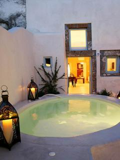 Outdoor heated jacuzzi - Entrance of the Mainhouse