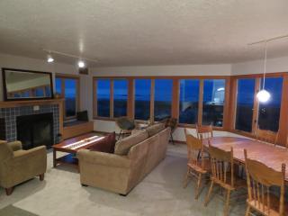 Conway's House, Beach Front, Sleeps 11, Wi-Fi, Rockaway Beach
