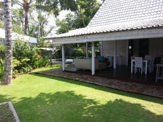 Nice and quiet Villa BALINESE Limasan 4pax, Canggu