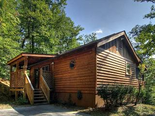 Private 1 bedroom Cabin 4 miles from parkway Pigeon Forge TN, Wears Valley, Sevierville