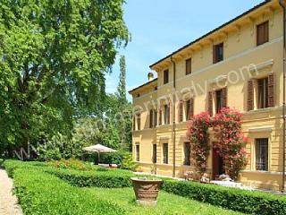 Villa Maestosa, Sermide