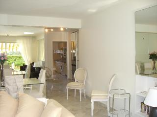 Luxury ground floor 2 bedroom apartment with pool, Cannes