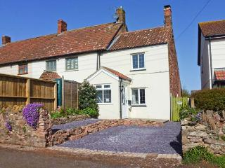 HILLSIDE COTTAGE, woodburner, pet-friendly, private garden, in Spaxton, Ref