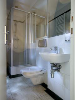 Second bathroom (with shower)