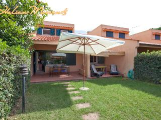 Bungalow by the beach, Pescia Romana