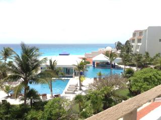 OCEAN View-FREE Internet-Cancun Beachfront Resort, Woodston