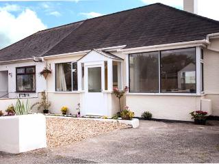 OAKLEA, detached cottage, pet-friendly, enclosed garden, 10 mins to beach, in Falmouth, Ref 905003