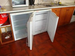 Side-by-side undercounter fridge and freezer