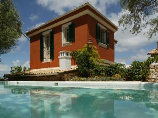 Spacious modern villa with swimming pool, Lygia