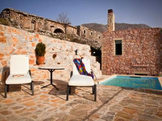 MOUNTAIN PARADISE WITH PRIVATE POOL-VILLA GALATIA
