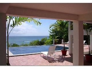 Oceanfront Vila, Pool, Great View, Beach Access, Gros Islet