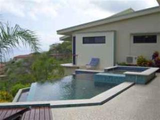 Casa de vidrio espía con guest house y vistas al océano, Playas del Coco