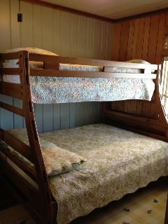 Full with Twin on top bunkbed Lake side