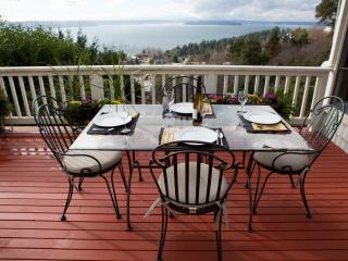 West Seattle Private, Quiet Home w/Dazzling View and Air Conditioning
