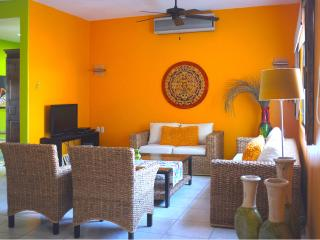 Beautiful and Spacious Condo - Close to Everything, Huatulco