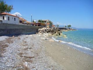 Stonehouse near the sea in Pelopones (Wi-Fi)