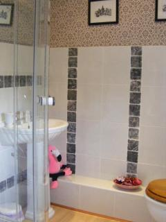 En-Suite Shower Room to 2nd Bedroom