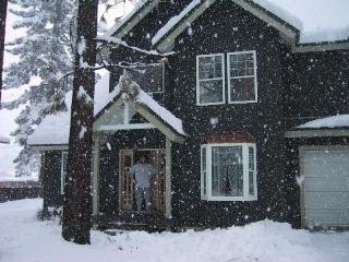 Tahoe Time, Closest house to the Gondola, 3 bedrooms, 2 bath