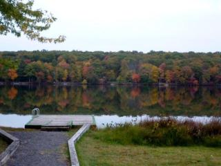 Sparkling Lake Vista...privacy and views await!, Milford