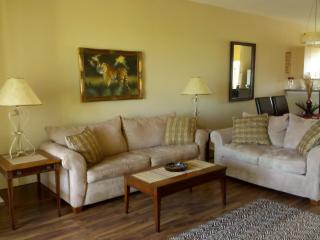Tranquil 2 Bedroom Condo at Lake Marion Wildlife Haven and near Disney, Kissimmee