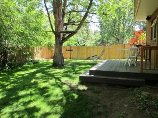 Central Boulder 4 bedroom home with Flatirons View