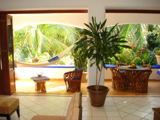 Enchanting Seaside,Mexican Caribbean Condo .Pool., Playa del Carmen