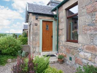 DISTILLERY COTTAGE, two woodburners, enclosed garden, pet-friendly, near Aberlour, Ref 20354