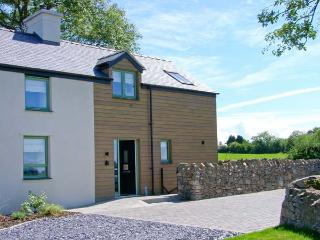 TYDDYN ADDA, quality cottage with en-suite, rural location, ideal for beaches, walking, in Brynsiencyn, Ref 23275