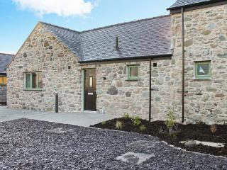 AFON MENAI, quality wheelchair-friendly cottage with en-suite, rural location, ideal for beaches, walking, in Brynsiencyn Ref 23276