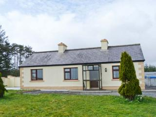 KNOCKASKIBBOLE all ground floor, multi-fuel stove, family-friendly in Castlebar Ref 23309