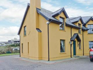 1 GOLFSIDE, pet-friendly family cottage, close to beaches and golf course, near Ballybunion, Ref 23741