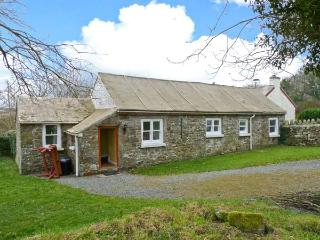 THE GRANARY, single-storey cottage, open plan living area, counryside views, near Little Haven, Ref 23758