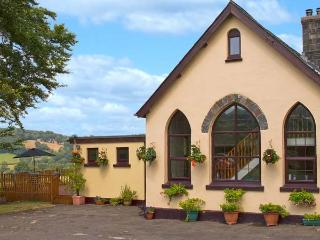 THE OLD SCHOOL, hot tub, pet-friendly school conversion with country views, ideal touring near Lampeter Ref 24318