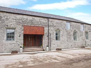 WOODLANDS, large barn conversion, great views, upside down layout, in Cowdale, Buxton