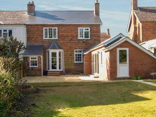 GORDON'S HOUSE, luxury, pet-friendly, enclosed garden, in Andover, Ref 14325