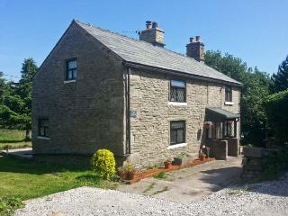 THE COTTAGE, cosy pet-friendly cottage with woodburner, WiFi and country views n
