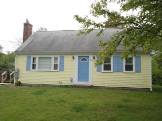 LEWIS BAY AREA~ MID-CAPE HOT SPOT!! 115740, West Yarmouth