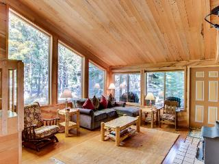 Hardwood floors, wood stove, near resort amenities!, Black Butte Ranch