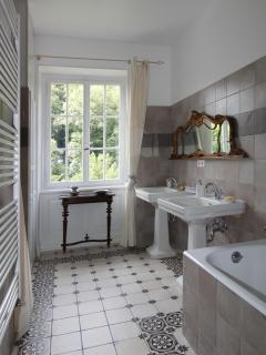 romantic and luxurious bathroom