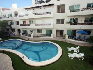 Pool Side Condo con privado Patio-Luna Enamorada, Playa del Carmen