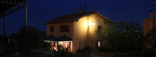 The building with the 2 two-rooms villas by night