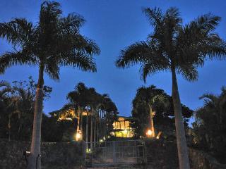 2 Bed 2 Bath gated acre tropical estate sleeps 4-7, Kailua-Kona