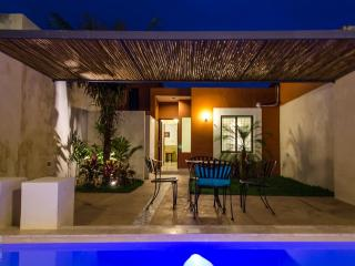 CASA FRIDA- MEXICAN BEAUTY-LOVELY PATIO & POOL!!, Merida