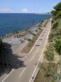 The near cycle track (24 km along the sea!)