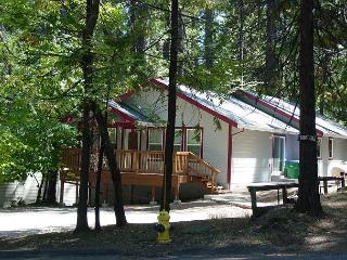 BRAND NEW!  3BR/2BA, Walk to Town, Lake Privileges; Sleeps 6-8, Twain Harte