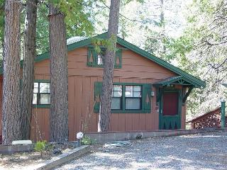NEW LISTING!  Charming 2 BR / 2 BA Cabin; close to town w/Lake; sleeps 7-9., Twain Harte