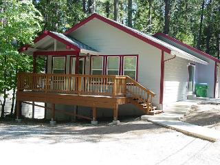 BRAND NEW!  3BR/2BA, Walk to Town, Lake Privileges; Sleeps 6-8