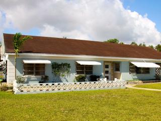 Bahamian Cottage with Pool, Nassau