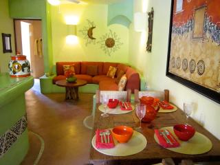 Luxurious 2BR - Condo Close to Beaches & Downtown, Zihuatanejo