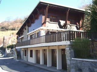 Beautiful Pyrenean chalet sleeps 2-18 over 3 floor, Saint-Lary Soulan